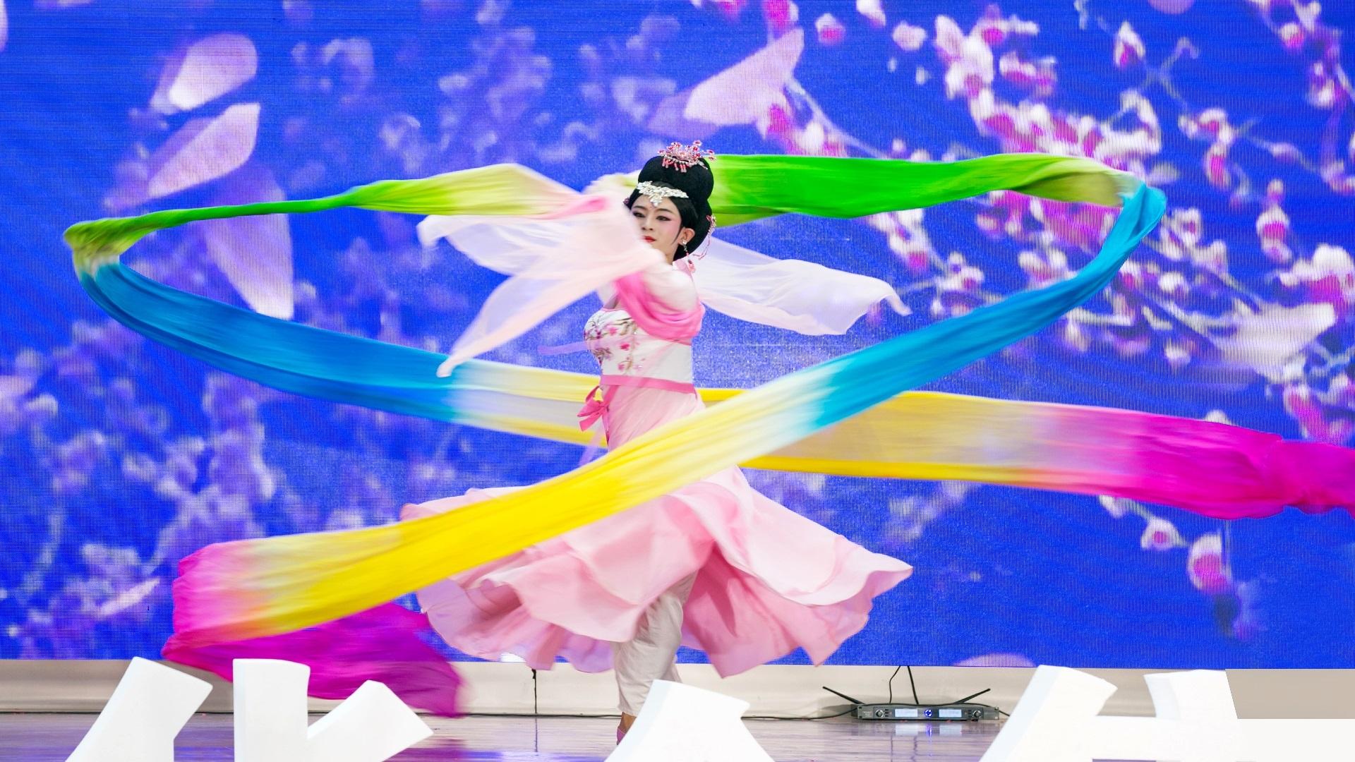 华全集团十周年庆典活动—— 《反串表演》