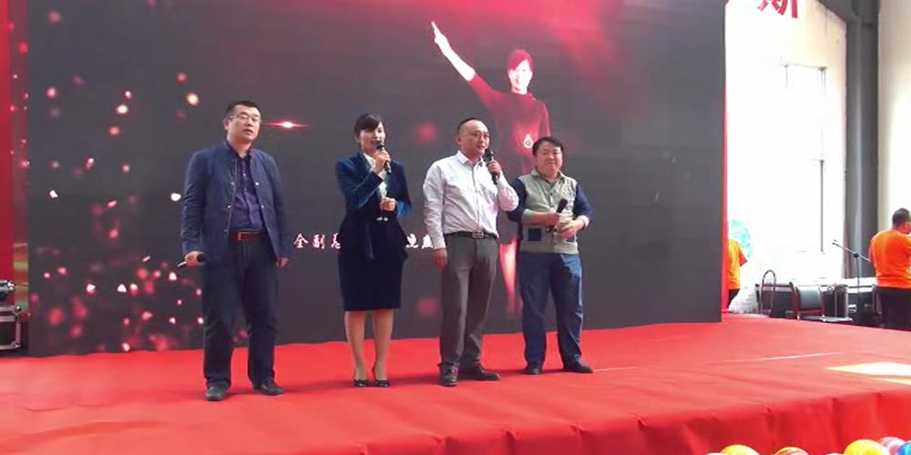 华全管理团队合唱《真心英雄》